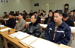지난 15일 오후 본사와 강원농협지역본부가 공동으로 개최한 제1회 농가민박 발전 간담회에서 참석자들이 체험자 사례 발표를 듣고 있다.  李在龍