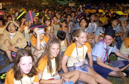 정전 50주년 기념 '국제청소년평화캠프'가 5일 오후7시30분 고성 세계잼버리장에서 조선형 한국걸스카우트총재 이창동 문화관광부장관 김진선 도지사와 16개국 걸스카우트 1만여명이 참가한 가운데 열렸다. 고성/박원희