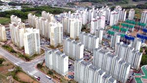 치솟는 분양가와 함께 최근 도내에 공급되는 아파트들이 30∼50평형대에 집중, 실수요층에게는 부담으로 작용하고 있다.  본사DB