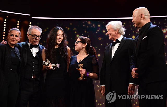 Hungarian Producer Monika Mecs, Festival director Dieter Kosslick, South Korean actress Kim Min-hee awarded with the Silver Bear award for best actress, Hungarian director Ildiko Enyedi awarded with the Golden Bear for Best Film, President of the jury, Dutch director Paul Verhoeven and Member of the jury, Chinese director Wang Quan뭓n pose after the Award Ceremony of the 67th Berlinale film festival in Berlin on February 18, 2017