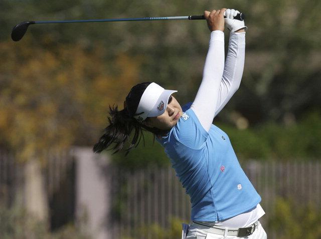 ▲ 19일(현지시간)미국 애리조나주 피닉스의 와일드파이어 골프클럽에서 열린 LPGA 투어 '뱅크 오브 호프 파운더스컵' 4라운드에서 전인지가 8번 홀 티오프를 하고 있다.  연합뉴스