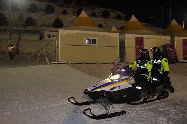 ▲ 테스트 이벤트 기간 중 강원경찰청이 전국 최초로 도입한 '스키·스노우모빌 전담경찰 신속대응팀'의 모습.