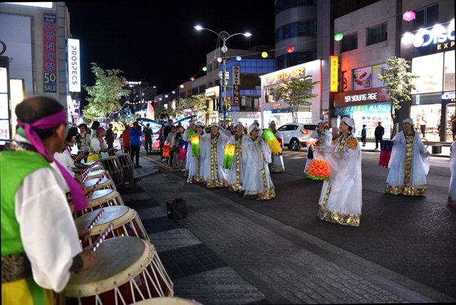 ▲ 속초 신흥사가 주최한 2016연등문화축제 행사가 지난해 5월 7일 속초 엑스포 C구장에서 진행됐다. 본사DB