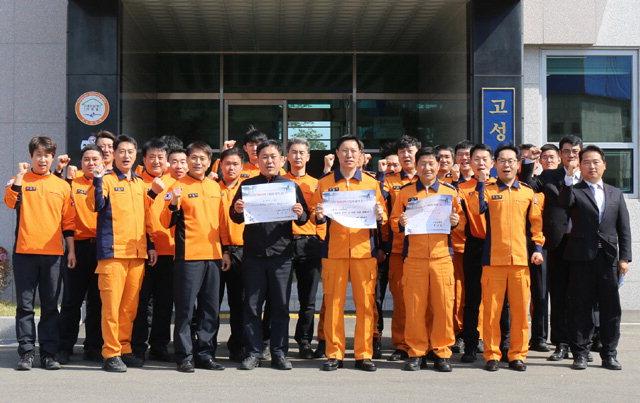 ▲ 고성소방서 직원들이 '평화의 벽·통합의 문' 건립 캠페인에 동참했다.