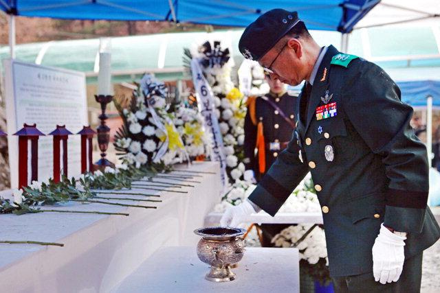 ▲ 제2땅굴 발견 42주년 기념 및 추모행사'가 지난 18일 제2땅굴 앞 광장에서 300여명이 참석한 가운데 열렸다.