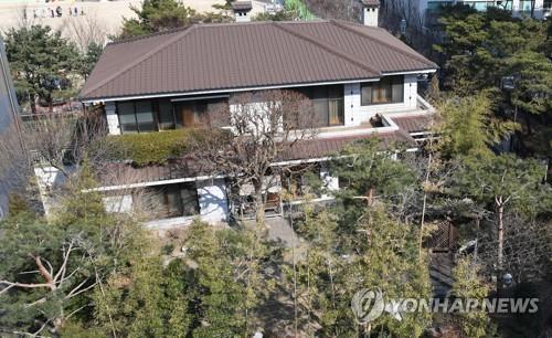 ▲ 박근혜 전 대통령이 강남구 삼성동 자택을 매각한 것으로 보인다. 소유권 이전 등기는 전날인 20일 접수된 것으로 알려졌다. 사진은 삼성동 자택 모습.