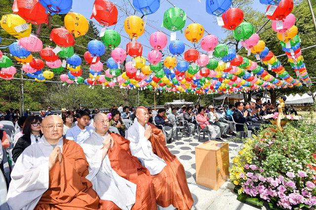 ▲ 국내 5대 적멸보궁 중 하나인 정선 정암사(주지 천웅)는 3일 경내에서 '부처님 오신 날 봉축법요식'을 봉행했다.