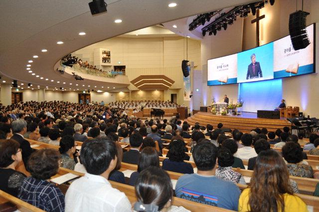▲ 춘천중앙교회는 16일 오후 본관 대예배실에서 '예배당 복원 감사예배'를 가졌다.