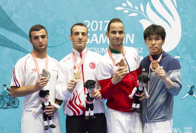 ▲ 2017 삼순 데플림픽 대회 3일차인 지난 20일 유도 남자 60kg에서 동메달을 획득한 한명진(오른쪽)이 시상식에서 기념촬영하고 있다.