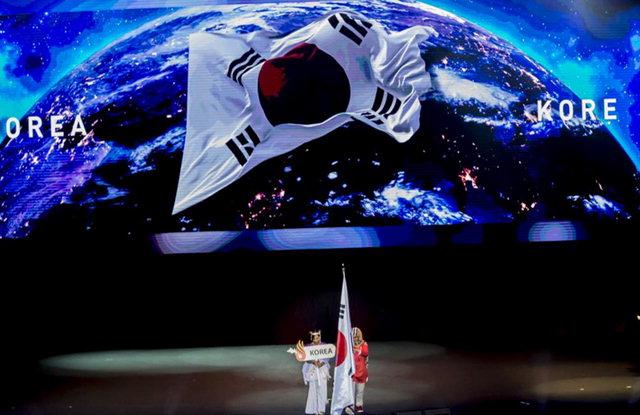 ▲ 31일 터키 삼순 야사르 도구 스포츠홀에서 열린 삼순 데플림픽 대회 폐회식에서 한국 선수단 기가 입장하고 있다. 연합뉴스