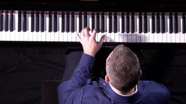 ▲ 한 손 피아니스트로 활동 중인 영국의 니콜라스 매카시(Nicholas McCarthy) .