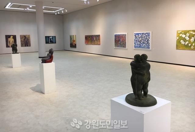 ▲ '제14회 한강미술협회전'이 오는 11일까지 춘천문화예술회관에서 '또 다른 시선들'을 주제로 열린다. 한승미