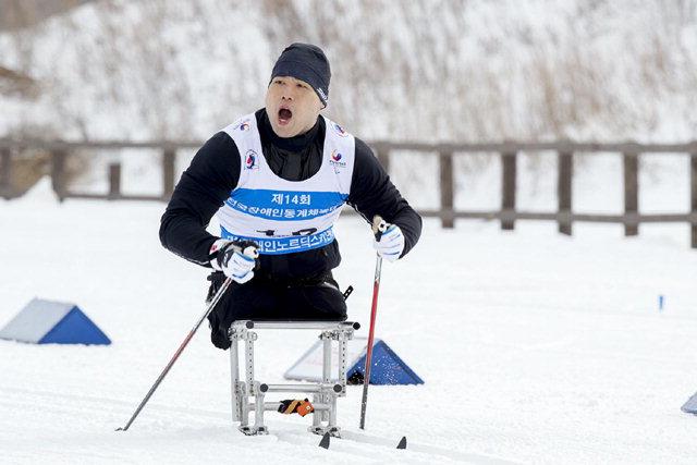 ▲ 캐나다 국적의 노르딕 스키선수 원유민(29)이 장애인 체육 1호 귀화선수가 됐다.원유민은지난달 26일 법무부로부터 한국 국적을 회복했다. 연합뉴스