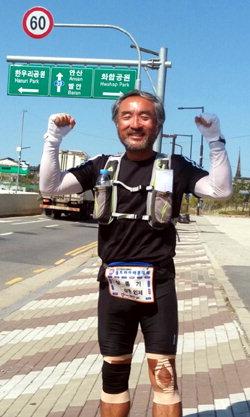 ▲ 초울트라마라톤대회에 참가한 심종기(64)씨가 28일 종착점인 서울 입성을 앞두고 완주를 다짐하고 있다.