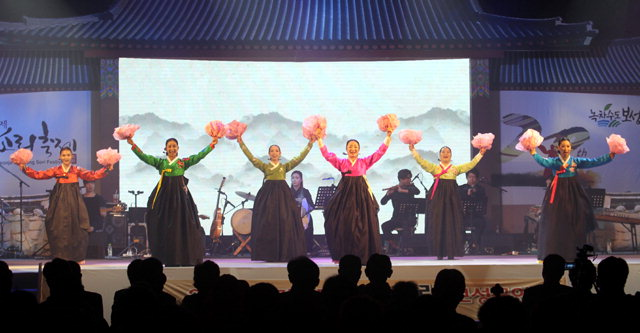 ▲ 2017국민대통합 아리랑공연이 전남 보성군 보성다향체육관 특설무대에서 열렸다.