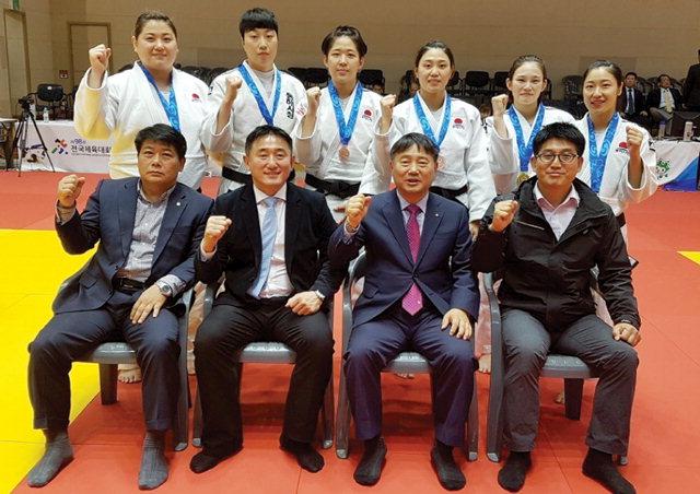 ▲ 전국체전에서 전원 메달 쾌거를 달성한 동해시청 여자유도팀.