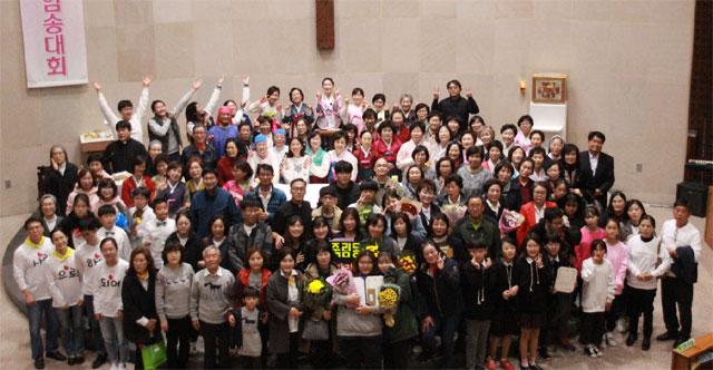 ▲ 천주교 춘천교구(교구장 김운회 주교)가 주최한 '성경암송대회'가 최근 춘천 스무숲성당에서 신자 260여명이 참여한 가운데 열렸다.