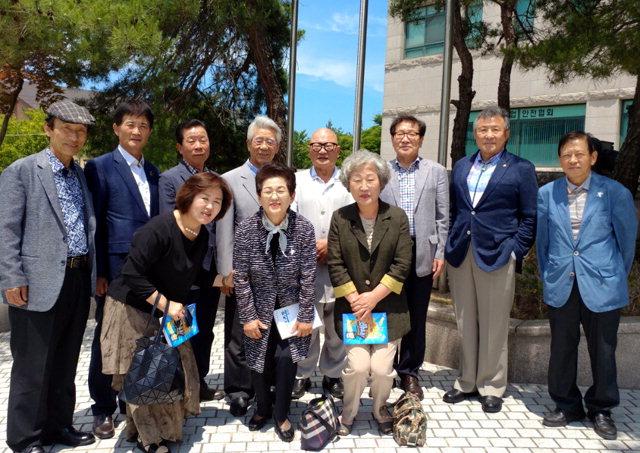 ▲ 강릉지역 각계 원로들의 모임인 '설송회' 회원들이 '평화의 벽·통합의 문' 건립에 뜻을 함께했다.
