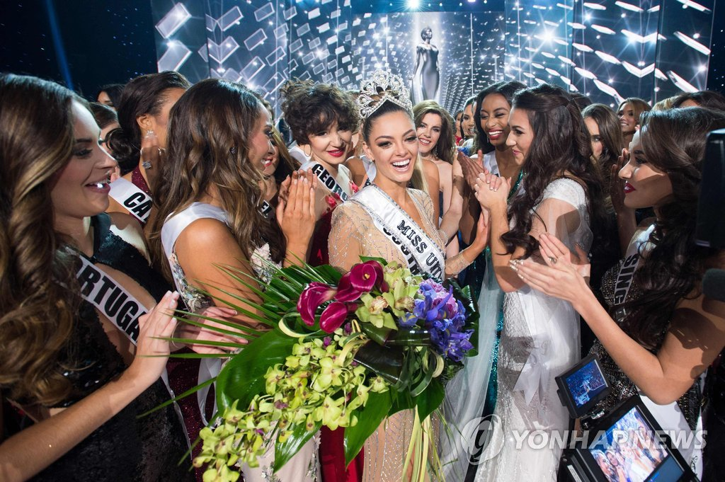 "▲ Demi-Leigh Nel-Peters, Miss South Africa 2017 is congratulated by fellow contestants after being crowned Miss Universe at the conclusion of the three-hour special programming event on FOX at 7:00 PM ET live/PT tape-delayed on Sunday, November 26th from the AXIS at Planet Hollywood Resort & Casino in Las Vegas, NV. / AFP PHOTO / Miss Universe Organization / Matt Petit / RESTRICTED TO EDITORIAL USE / MANDATORY CREDIT: ""AFP PHOTO / THE MISS UNIVERSE ORGANIZATION / MATT PETIT""/ NO MARKETING / NO ADVERTISING CAMPAIGNS / DISTRIBUTED AS A SERVICE TO CLIENTS"