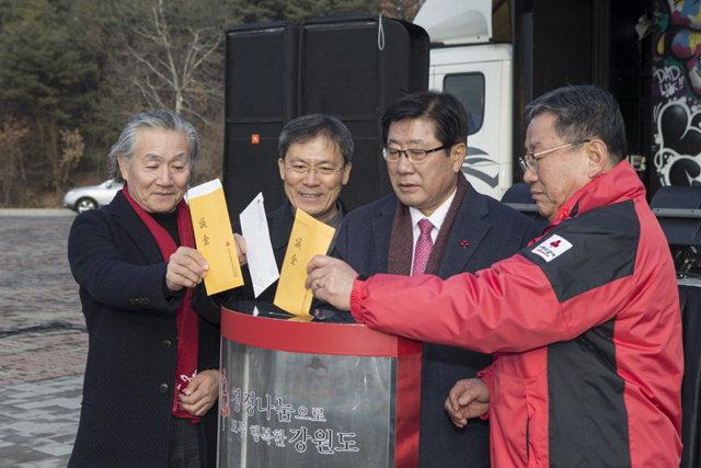 ▲ 춘천시와 강원사회복지공동모금회는 6일 석사동 호반체육관에서 희망2018 나눔캠페인 순회 모금 행사를 열었다.