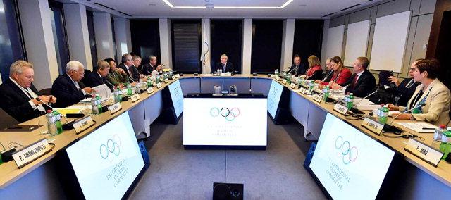 ▲ IOC, 러시아 개인자격 출전만 허용   국제올림픽위원회(IOC)는 5일(현지시간) 스위스 로잔에서 집행이사회를 열고 러시아 선수단의 평창 동계올림픽 출전을 금지했다. 위원회는 다만 러시아 선수들이 올림픽기를 달고 '러시아 출신 올림픽 선수(OAR)' 자격으로 출전하는 것은 허용하면서 강화된 도핑 검사 통과 등 엄격한 조건을 내걸었다. 사진은 IOC 회의 모습.  연합뉴스