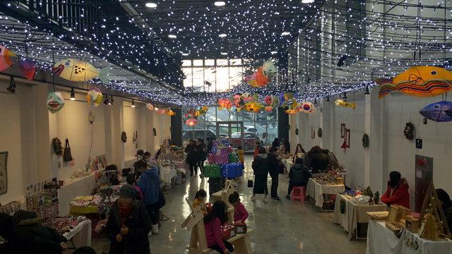 ▲ 지난해 강릉 명주예술마당에서 열린 '크리스마스 아트마켓'.