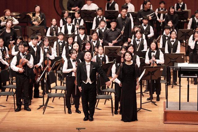 ▲ '꿈의 오케스트라 강원 프로젝트팀'이 지난 10월 서울 예술의전당에서 열린 '2017 꿈의 오케스트라 합동공연'에서 공연을 했다.