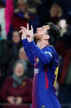 ▲ 11일(현지시간) 스페인 바르셀로나의 캄프 누에서 열린 2017-2018 스페인 국왕컵(코파 델 레이) 셀타 비고와의 경기에서 득점에 성공한 FC 바르셀로나의 리오넬 메시가 세리머니를 펼치고 있다. 이날 전반 13분과 15분 호르디 알바의 어시스트를 받아 득점에 성공한 메시는 이어 28분에는 알바의 골을 도우며 맹활약을 펼쳤다. 5-0 압승을 거둔 바르셀로나는 1, 2차전 합계 6-1로 셀타 비고를 제압하며 8강에 진출했다. 연합뉴스