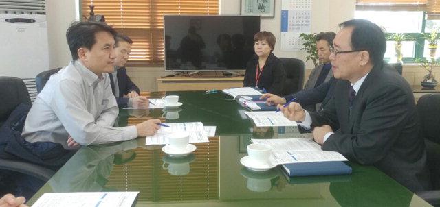 ▲ 김진태 국회의원은 12일 강원정보문화진흥원을 방문해 ICT산업 발전을 위한 건의사항을 청취했다.