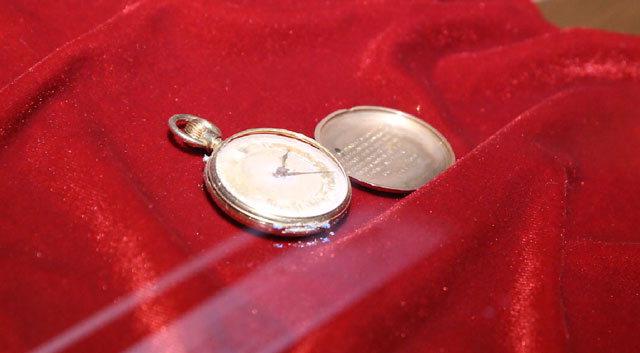 ▲ 타이타닉호가 침몰할 당시 승객이 가지고 있던 회중시계.