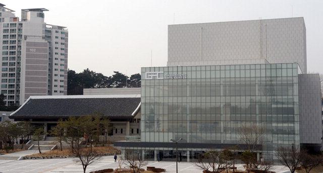 ▲ ▲ 문화올림픽 대표 공연장 강릉 아트센터 전경