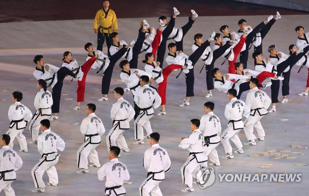 ▲ 9일 오후 강원도 평창 올림픽스타디움에서 열린 2018 평창동계올림픽 개막식에서 본격적인 개막식이 열리기에 앞서 남북한의 합동 태권도 공연이 펼쳐지고 있다. 2018.2.9