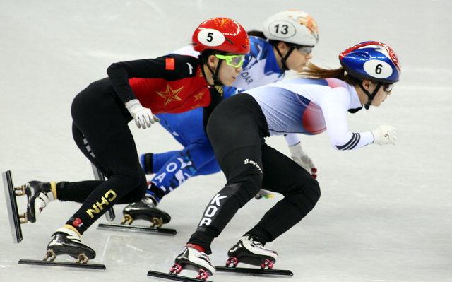 ▲ 한국 여자 쇼트트랙의 대표주자인 최민정이 13일 오후 강릉 아이스아레나에서 열린 평창동계올림픽 쇼트트랙 여자 500m 경기에서 경쟁선수들을 따돌리며 선두로 달리고 있다.최민정은 이날 준준결승에서 조 2위로,준결승에서는 1위로 결승에 진출했다.    평창올림픽 이동편집국/서영