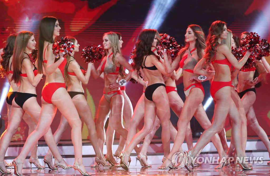 epa06711802 Participants perform in the final of the Miss Belarus 2018 beauty contest in Minsk, Belarus, 04 May 2018. Mariya Vasilevich received the title of 'Miss Belarus'. EPA/TATYANA ZENKOVICH