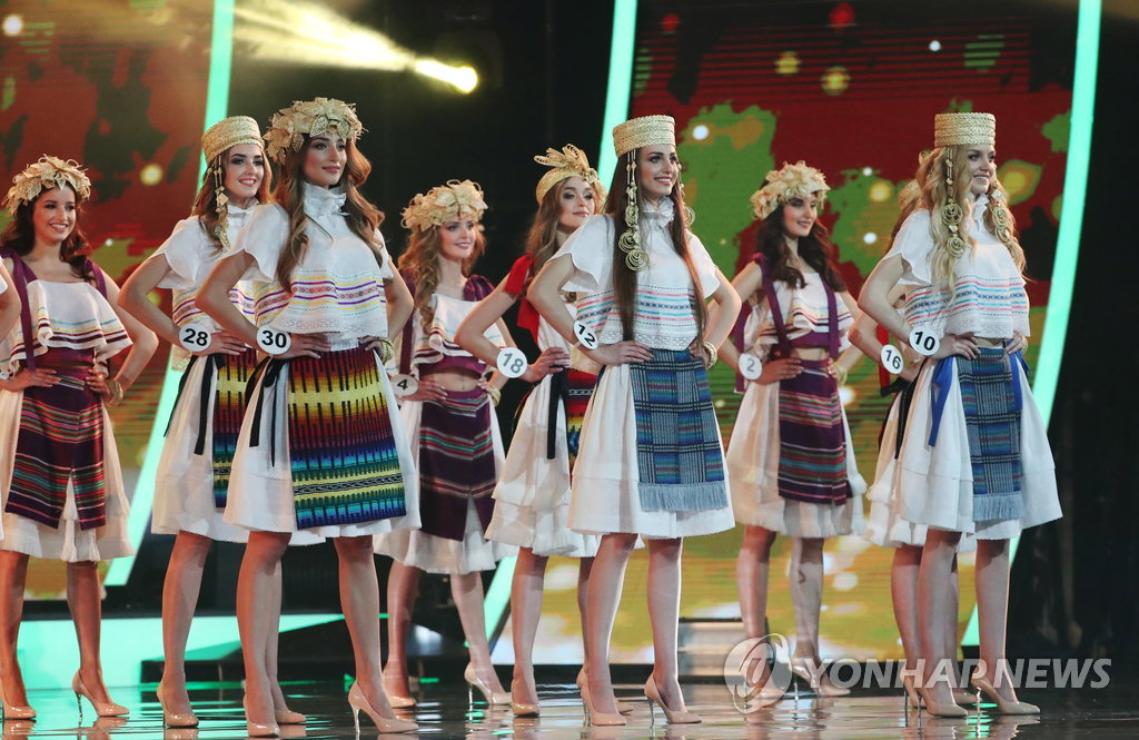 epa06711803 Participants perform in the final of the Miss Belarus 2018 beauty contest in Minsk, Belarus, 04 May 2018. Mariya Vasilevich received the title of 'Miss Belarus'. EPA/TATYANA ZENKOVICH