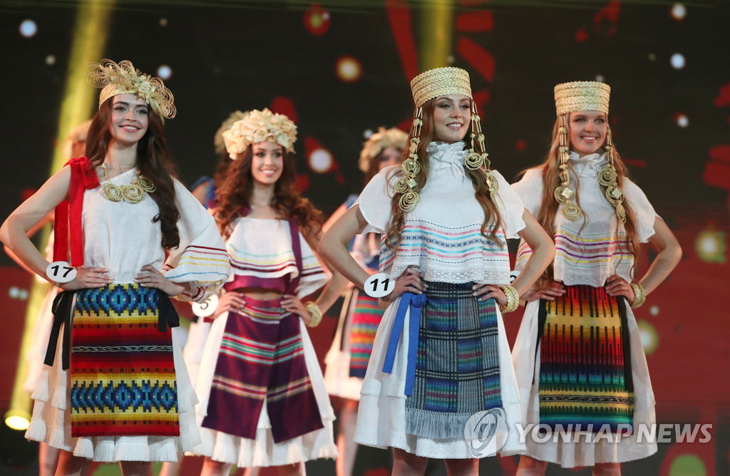 epa06711801 Participants perform in the final of the Miss Belarus 2018 beauty contest in Minsk, Belarus, 04 May 2018. Mariya Vasilevich received the title of 'Miss Belarus'. EPA/TATYANA ZENKOVICH