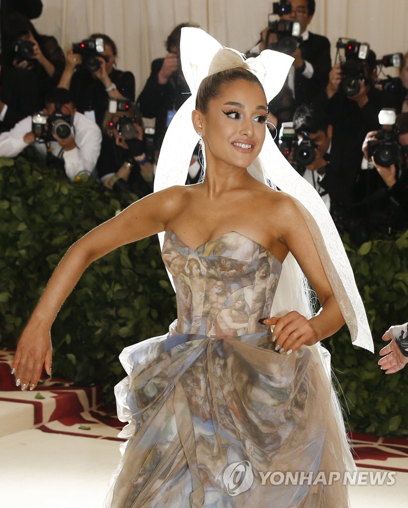 "▲ Singer Ariana Grande arrives at the Metropolitan Museum of Art Costume Institute Gala (Met Gala) to celebrate the opening of ""Heavenly Bodies: Fashion and the Catholic Imagination"" in the Manhattan borough of New York, U.S., May 7, 2018"