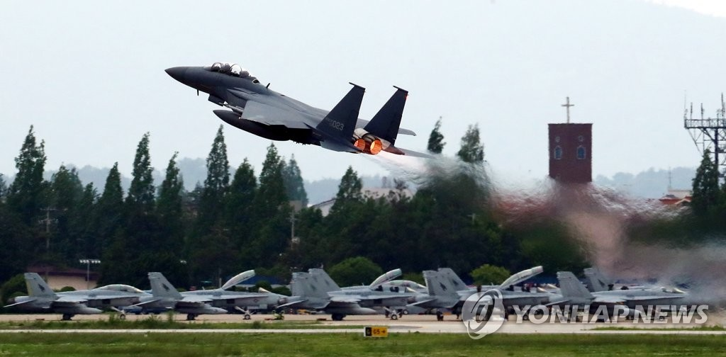 ▲ 북한이 한·미 공군의 대규모 연합공중훈련인 '맥스선더'(Max Thunder) 훈련을 이유로 남북고위급회담을 전격 취소한 가운데, 광주 공군 제1전투비행단 활주로에서 전투기가 이륙하고 있다.