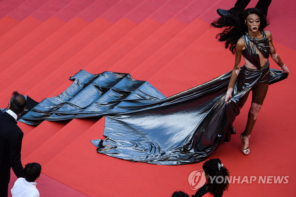 epa06739977 Winnie Harlow arrives for the screening of 'Solo: A Star Wars Story' during the 71st annual Cannes Film Festival, in Cannes, France, 15 May 2018. The movie is presented in the Official Competition of the festival which runs from 08 to 19 May. EPA/CLEMENS BILAN / POOL