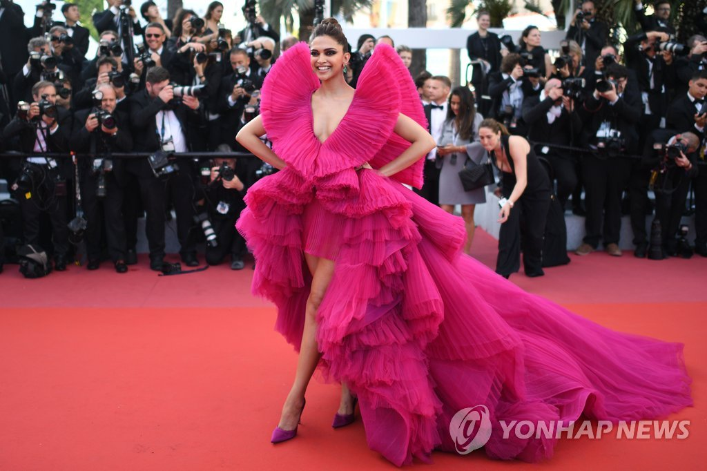"71st Cannes Film Festival - Screening of the film ""Ash Is Purest White"" (Jiang hu er nv) in competition - Red Carpet Arrivals - Cannes, France, May 11, 2018. Deepika Padukone poses. REUTERS/Stephane Mahe TPX IMAGES OF THE DAY"