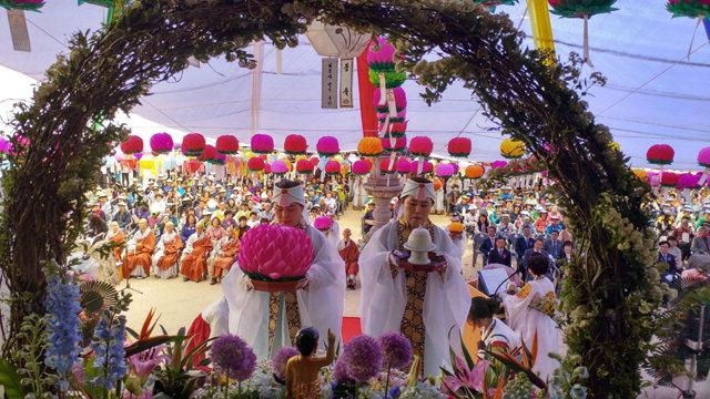 ▲ 신흥사 대한불교조계종 제3교구 본사 신흥사는 22일 극락보전에서 부처님오신날 봉축 법요식을 봉행했다.