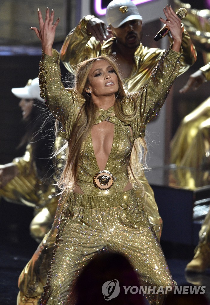▲ Video Vanguard award winner Jennifer Lopez performs at the MTV Video Music Awards at Radio City Music Hall on Monday, Aug. 20, 2018, in New York. (Photo by Chris Pizzello/Invision/AP)