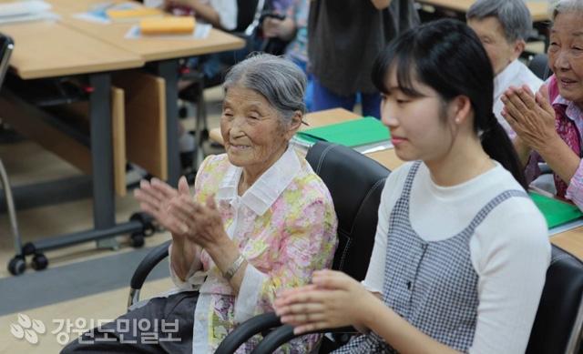 ▲ 출판기념회에 참석한 이옥남 할머니.