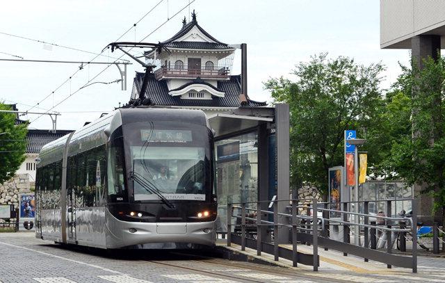 ▲ ① 도야마시는 트램을 활용해 대중교통 활성화-관광개발 두마리토끼를 잡았다.