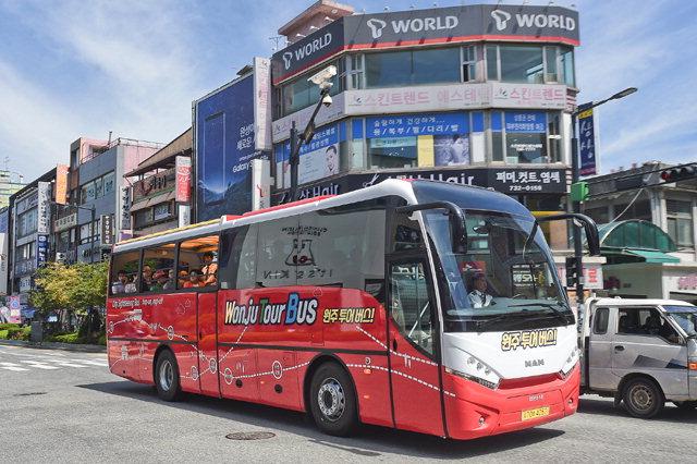 ▲ 원주시가 운행하고 있는 오픈탑 투어버스.