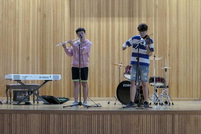 ▲ 동명중학교 DDC공연모습(악기연주)