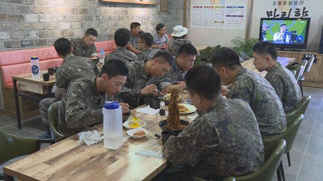 ▲ 평일 일과 후 장병들의 외출을 허용한 이후 20일 동안 모두 2271명의 장병들이 화천지역 군부대 인근 상가에서 즐거운 시간을 보냈다.