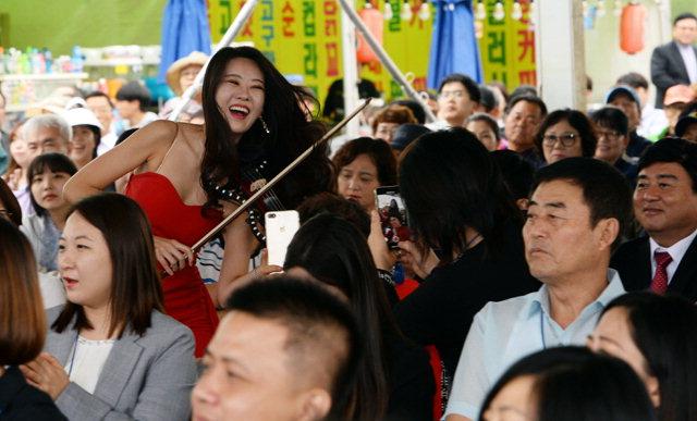 ▲ 신나는 공연 박람회 개막식에서 공연단이 축하공연을 하고 있다.