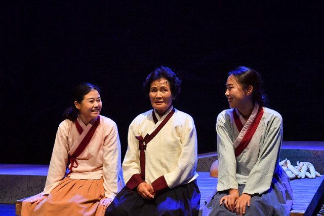▲ 정선아리랑 노래극 '여자의 일생'이 13일 오후 서울 삼성동 SAC아트홀에서 처음으로 선보였다.