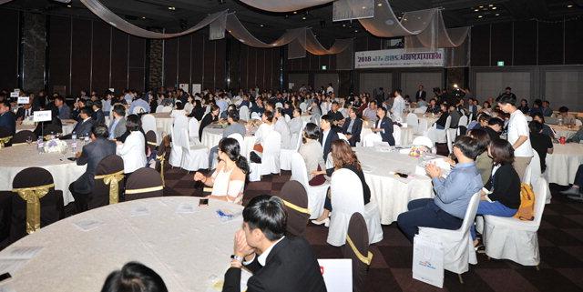 ▲ 제17회 강원도사회복지사대회가 13일 속초 마레몬스 호텔에서 사회복지 분야 종사자 280여명이 참석한 가운데 진행됐다.